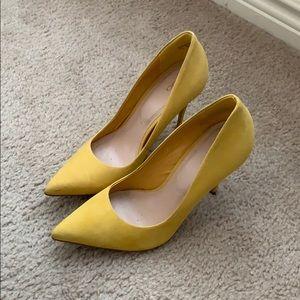 Size 7.5 Yellow Pumps
